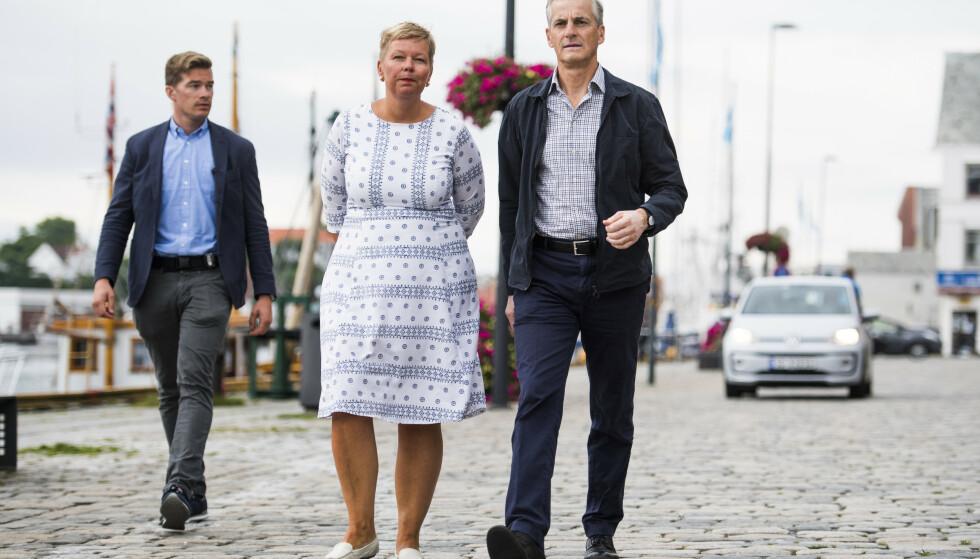 Hege Haukeland Liadal (Ap) er siktet for grovt bedrageri. Her sammen med partileder Jonas Gahr Støre i 2017. Arkivfoto: Jon Olav Nesvold / NTB