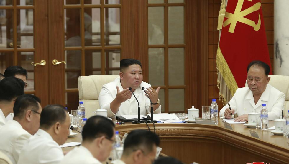TILBAKE: Kim Jong-un var i går tilbake som leder i Pyongyang etter at et har vært spekulasjoner om at han var i koma. Foto: Korean Central News Agency/AP/NTB Scanpix.