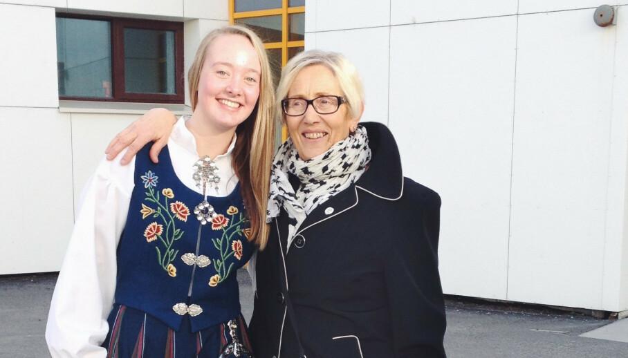 TRØST OG STØTTE: Barnebarnet Hanne, som studer i Tromsø, var til stede da Arne Fredrik kom til sykehuset i byen (UNN). - Hun har vært en støtte for meg, sier Oddbjørg Iversen. Vi møter dem begge i søndag i NRKs «113». Foto: Privat