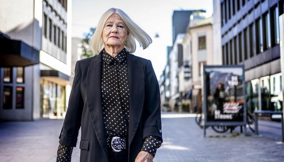 STÅR PÅ FOR PENSJONISTENE: Kine Langum (79) er leder av Drammen Pensjonistforening og i stadig kontakt med pensjonister som synes det er urettferdig og urimelig at de taper pensjon hvert år. Foto: Hans Arne Vedlog
