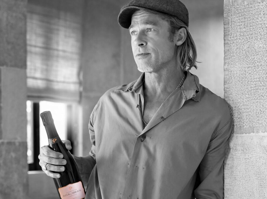 EKSKLUSIV: Det var vel neppe noen tvil om hvem som skulle være champagnens ansikt utad, da vingården Brad Pitt er medeier i inngikk samarbeid med et champagnehus om å lage en rosa champagne. Foto: Chateau Miraval / Mega / NTB Scanpix
