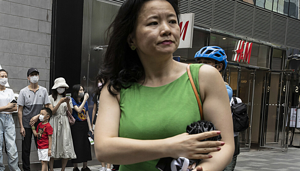 PROFILERT: Cheng Lei var en svært profilert programleder for økonominyheter i den statlige kinesiske TV-kanalen CGTN. Nå er hun pågrepet.Foto: AP Photo/Ng Han Guan