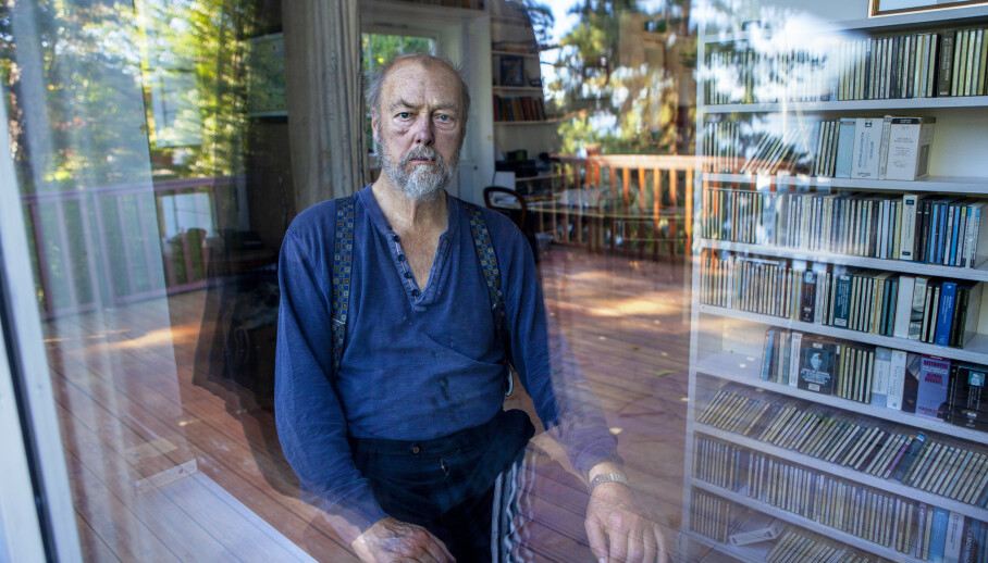 <strong>GRÅTER OG SAVNER:</strong> Uka etter at Norge ble coronastengt, døde Stein Winges store kjærlighet gjennom neste 60 år. Nå forteller han om om tapet av sin kone, Kari Onstad, som døde brått. - Jeg gråter ofte, og saver henne, sier han i dette intervjuet. Foto: Anders Grønneberg