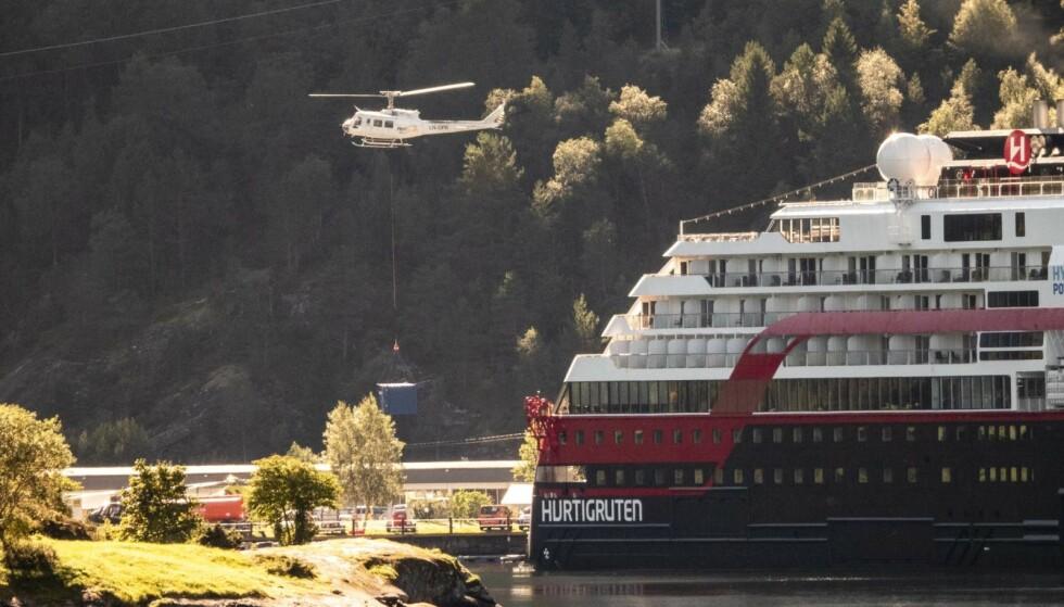 SKIP: Hurtigrutens MS «Fridtjof Nansen» er blitt gjenstand for en betent konflikt etter at det ble chartret i forbindelse med innspillingen av «Mission: Impossible». Foto: Lars Eivind Bones