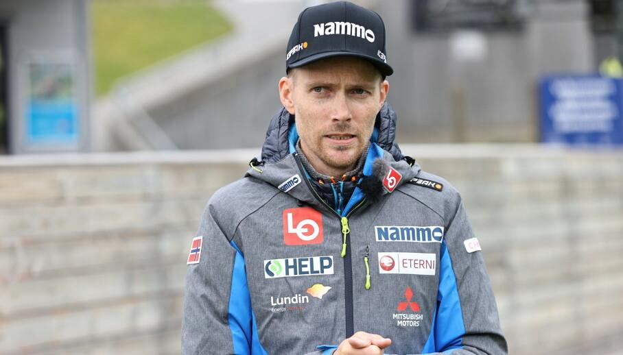 TILBAKE: Bjørn Einar Romøren var tirsdag tilbake i hoppmiljøet.  Foto: Geir Olsen / NTB scanpix