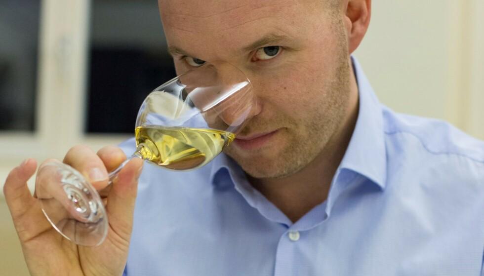 LETTERE Å VELGE: Dan Lystad, tidligere vinansvarlig på Le Canard og dobbelt norsk mester for sommelierer, er en av fem som har delt sin favorittvin til biff.