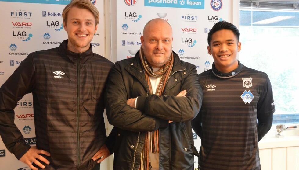 PÅ JOBB: Sverre Mauseth har vært agent, eller formidler som det nå heter, i 12 år. I denne saken forteller han om hvordan han jobber. Her sammen med klientene Kristian Strande (HamKam) og Elias Mordal (forrige klubb var ADT FC). Foto: Privat