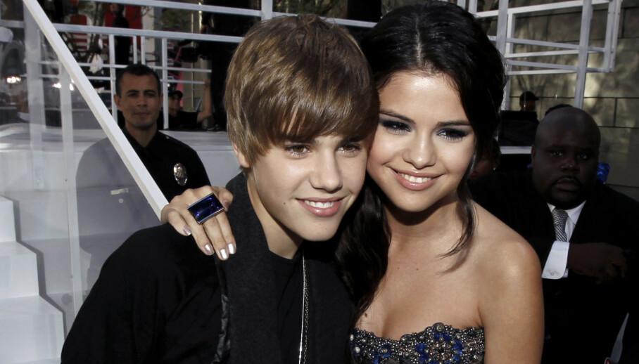 ÅPNER OPP: I forbindelse med en ny lansering, forteller popstjernen Selena Gomez nå om hvordan ekskjærestene hennes oppfatter henne. Her fotografert med eksen Justin Bieber i 2010. Foto: NTB Scanpix