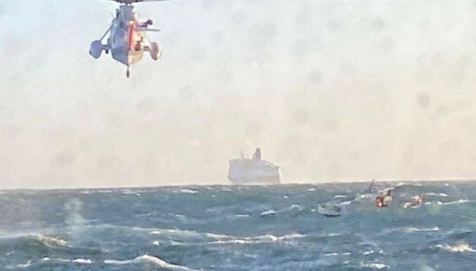 MYE VIND: Cruiseskipet «Crown Princess» fra DFDS Seaways forsøkte å gi le for vinden, men begynte selv å drive, og kunne ikke gå nærme nok. Foto: RS «Eivind Eckbo»
