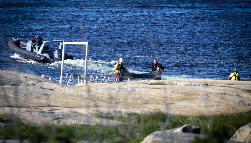 KANTRET: Flere kanoer kantret utenfor Fredrikstad. Hovedredningssentralen anslår at 16 personer havnet i vannet. Foto: Nyhetstips.no