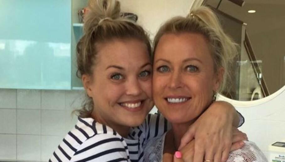 I SORG: Lisa Curry (til høyre) sammen med dattera Jaimi. Foto: Instagram