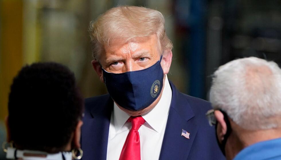 <strong>AVSLØRER:</strong> Intern e-post avslører at Det hvite hus droppet planen om å sende munnbind til den amerikanske befolkningen. Foto: Joshua Roberts / Reuters / NTB