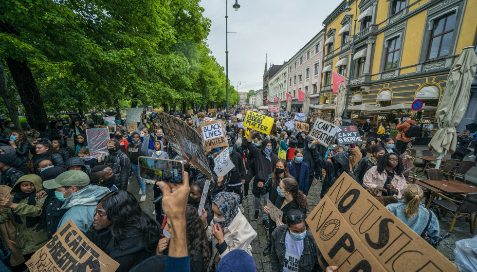 """Oslo: Performance """"Vi kan ikke puste - rettferdighet overfor George Floyd"""" Foto: Foto: Steen Liesberg Solam / NTB"""