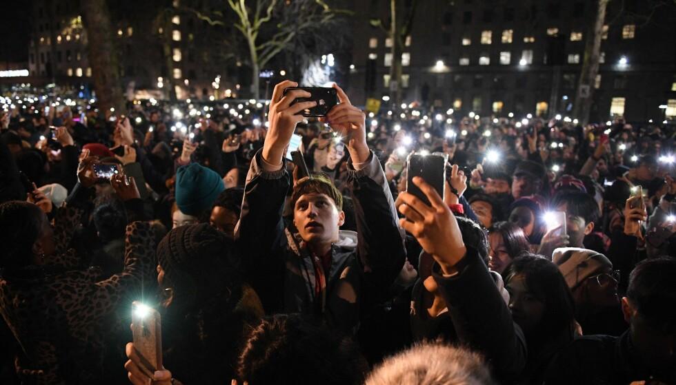 <strong>POPULÆRT:</strong> Normalt samles over 100 000 personer seg i sentrum av London for å overvære fyrverkeriet nyttårsaften. Foto: DANIEL LEAL-OLIVAS / AFP / NTB