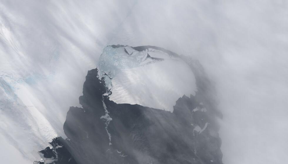 GÅR I OPPLØSNING: To viktige isbreer på Antarktis er i ferd med å gå i stykker, advarer forskere i en ny studie. Foto: Reuters/NTB.