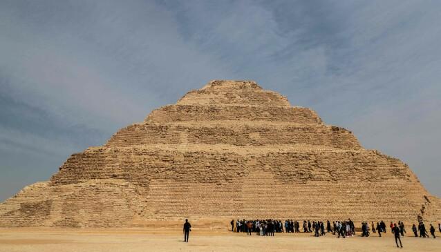 <strong>EGYPTS ELDSTE:</strong> De nye funnene er gjort nær Djoser-pyramiden, som er Egypts eldste. Foto: Mohamed el-Shahed / AFP / NTB