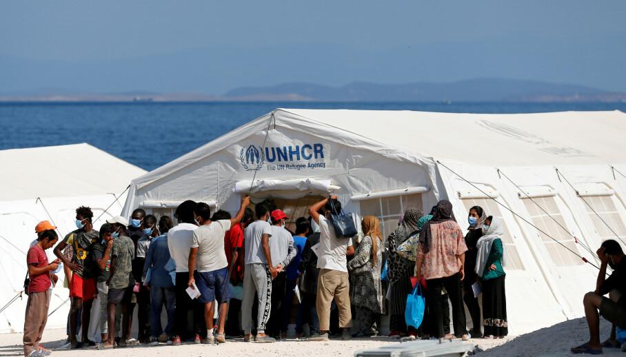 FLYKTNINGER: 2305 asylsøkere kom til Norge i 2019. Og 75.0000 til Hellas. I en slik situasjon, og med de humanitære utfordringene i Hellas, vil det ikke være i strid med verken Dublin-forordningen eller flyktningkonvensjonen, å gjøre unntak fra hovedreglene i Dublin-regelverket, skriver innsenderen. Bilde fra UNHCRs telt i den nye leiren på Lesbos. Foto: Yara Nardi/ Reuters / NTB