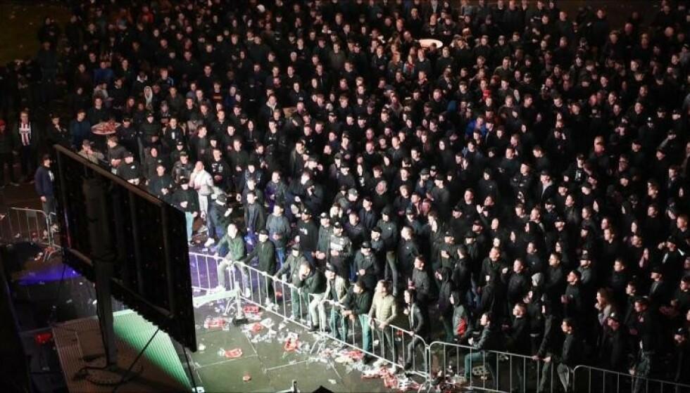 <strong>TETT I TETT:</strong> Minst tusen mennesker skal ha fått lov til å stå inne på et lite område utenfor Willem IIs stadion da klubben spilte Europaligakamp mot Rangers. Foto: NTB