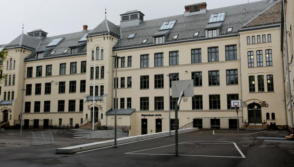<strong>MER SMITTE:</strong> Om lag 170 elever i 10. klasse på Majorstuen skole i Oslo er i karantene i høstferien. Tirsdag kom meldingen om nok en ansatt med covida-19-smitte. Arkivfoto: Lise Åserud / NTB