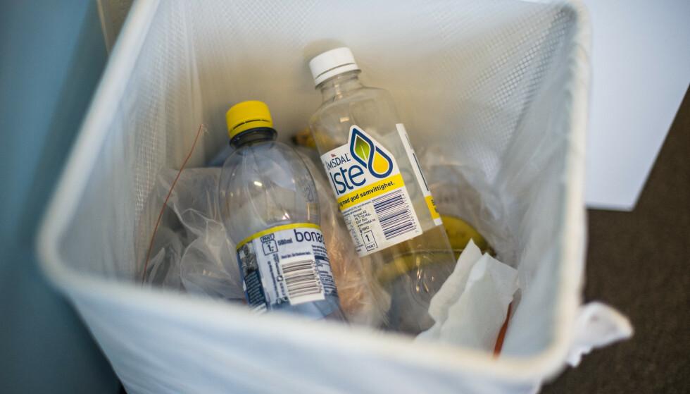 <strong>VIL ENDRE:</strong> I dag har vi en grunnavgift på drikkevareemballasje. Vi foreslår å endre denne til en materialavgift som blir lavere jo mer resirkulert og fornybar plast det er i flaskene, skriver innsenderen. Foto: Fredrik Varfjell / NTB