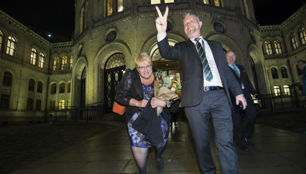 FERDIG: I ti år var Trine Skei Grande partileder i Venstre. Hele tida hadde hun rådgiver Jan-Christian Kolstø ved sin side, som her valgnatten 2017. Neste uke er det over for Kolstø i Venstre-toppen også.  Foto: Heiko Junge / NTB