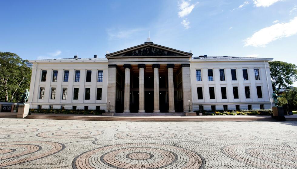STENGER: UiO, her representert ved juridisk fakultet, stenger nå dørene som følge av coronarestriksjonene Raymond Johansen har innført i Oslo. Foto: Lise Åserud / NTB