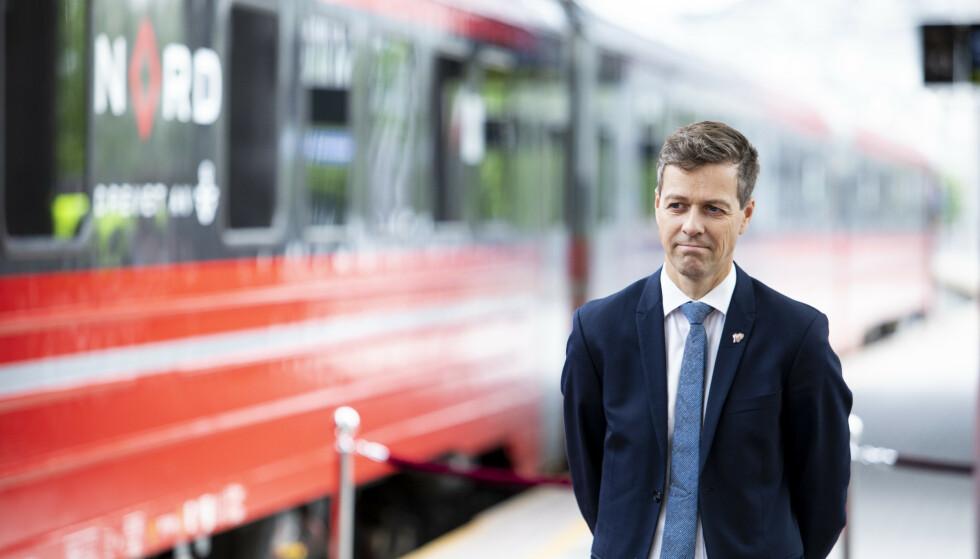 DYRT PROSJEKT: Er jernbaneprosjekt ved Moss blir 5,3 milliarder kroner dyrere enn planlagt. Samferdselsminister Knut Arild Hareide (KrF) fotografert på Oslo S ved en tidligere anledning. Foto: Tore Meek / NTB