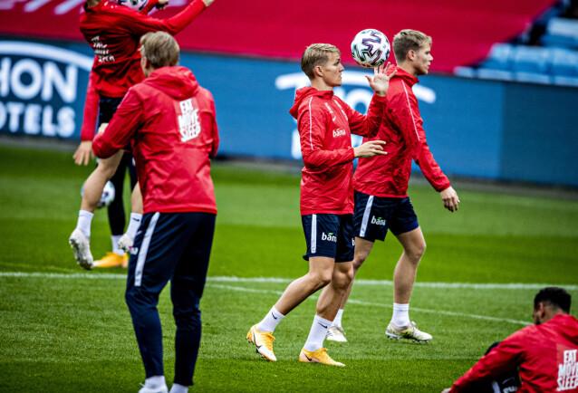 <strong>I FORM:</strong> Martin Ødegaard leker med ballen på Ullevaal denne uka. Foto: Bjørn Langsem