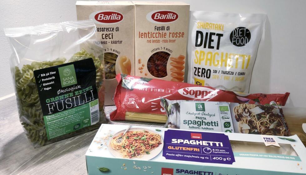 TEST AV PASTA: Vanlig lys spaghetti, fullkornspaghetti, kikertpasta, ertepasta, glutenfri spaghetti, pasta av røde linser og nudler «uten» kalorier. Foto: Jenny Mina Rødahl