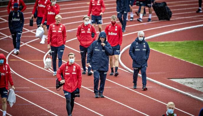 <strong>SULTNE PÅ REVANSJE:</strong> Norge skal prøve å reise seg mot Romania i kveld. Her fra lørdagens trening på Bislett stadion. Foto: Bjørn Langsem