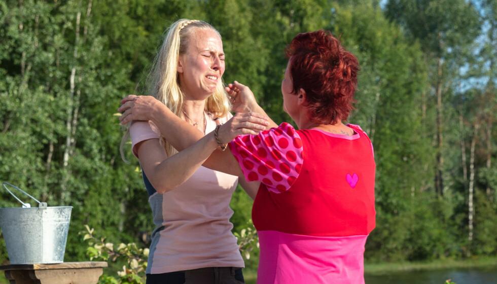 <strong>VALGTE SIN NÆRMESTE:</strong> Tove Moss Lohne brøt sammen da hun sendte hjem sin nærmeste på gården - Lene Egeland Hogstad. Foto: Alex Iversen/TV 2
