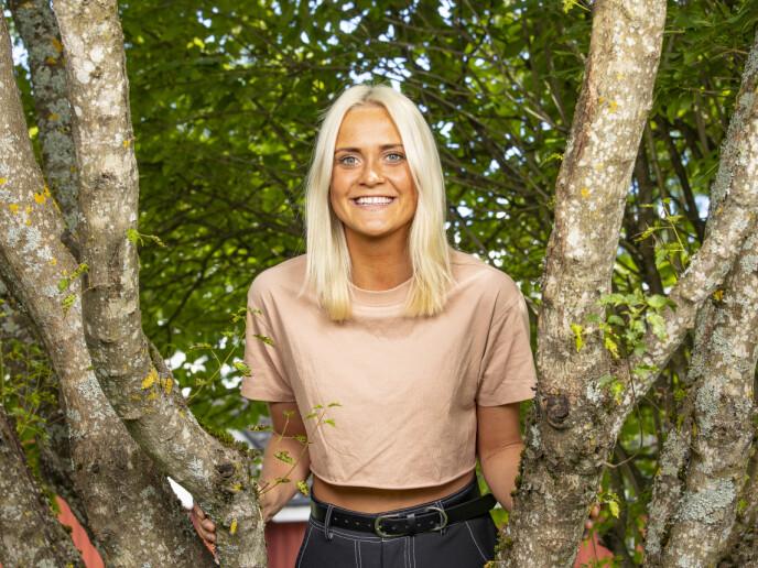 <strong>SMITTEVERNSBRUDD:</strong> 22 år gamle Wiktoria Rønning snakker på vegne av flere deltakere når hun forteller om hvordan reglene for smittevern ble brutt på «Farmen». Foto: Tor Lindseth / Se og Hør