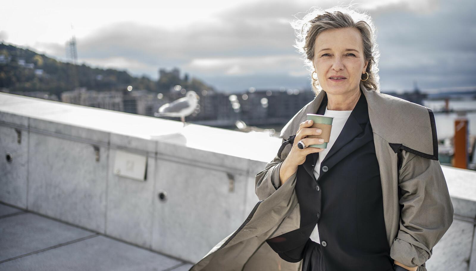 Behandlingspause i 2020: – Jeg er overrasket over hvor langt bort det går an å pakke noe så dramatisk som kreft, sier Ingrid Bjørnov.  Foto: Hans Arne Vedlog / Dagbladet