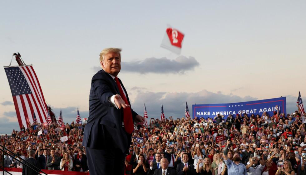 <strong>POPULÆRT:</strong> President Donald Trump ligger langt bak på målingene, men han kan likevel vinne, tror Hans Olav Lahlum. Foto: Jonathan Ernst / Reuters / NTB