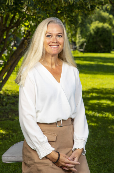 <strong>HESTEBONDE:</strong> Inger Cecilie Grønnerød har lang erfaring med hester. Det ønsket hun å holde for seg selv. Foto: Tor Lindseth / Se og Hør