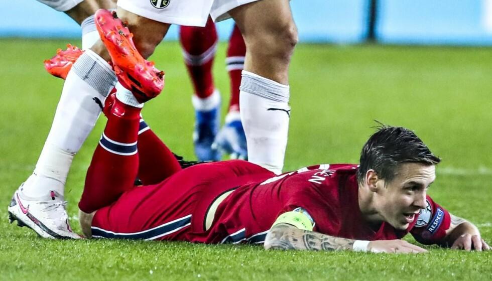 <strong>SLITER:</strong> Lite spilletid, slakt og skade: Stefan Johansen har hatt bedre dager på jobb. Onsdag venter Nord-Irland i Nations League. Foto: Bjørn Langsem