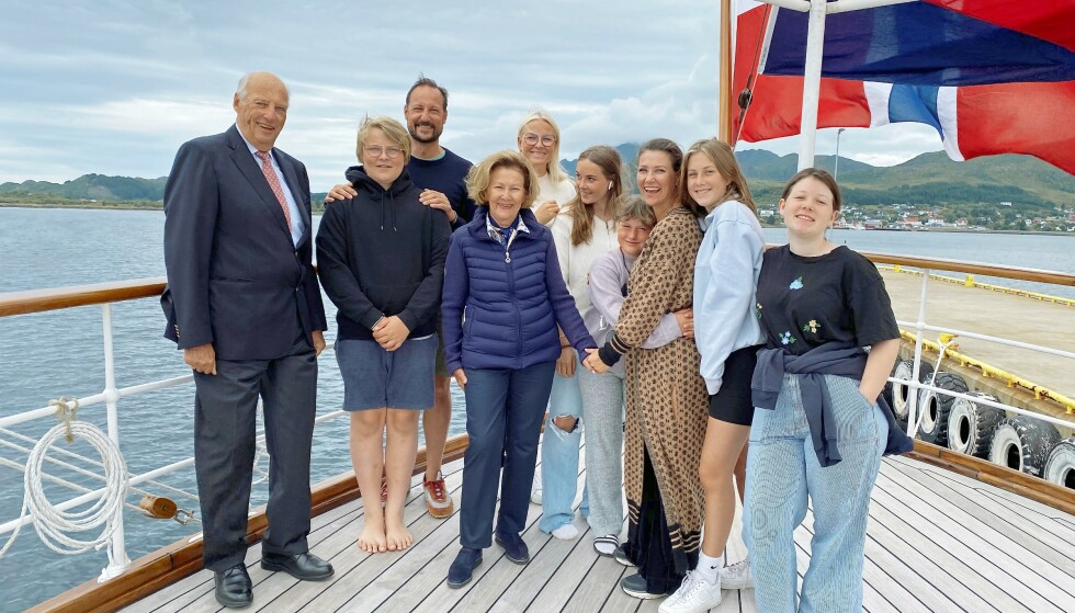 <strong>SOMMERFERIE:</strong> Kongefamilien på akterdekket på K/S Norge tidligere i sommer. Foto: Elin Rønning, Det kongelige hoff