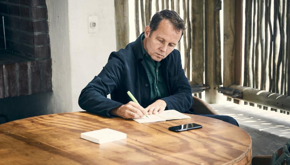 SPRER INFORMASJON: Andreas Viestad gir i den nye boka si kunnskap om hva det faktisk er vi spiser. Foto: Lars Petter Pettersen.