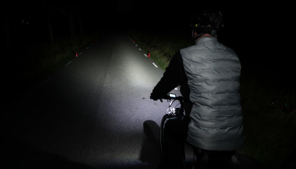 <strong>VIKTIG MED LYS:</strong> Du skal ikke bare se selv i mørket på sykkelen. Det er viktig å bli sett også! Foto: Folksam
