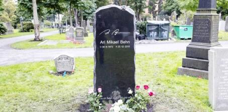 Hemmelig hilsen på Aris grav
