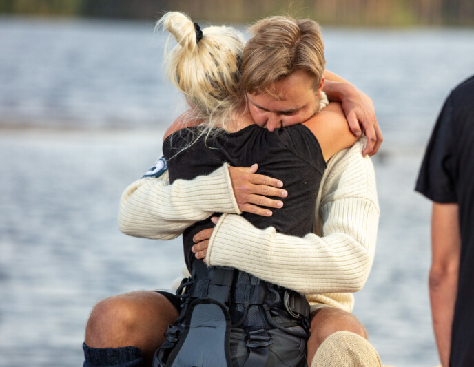 <strong>VANSKELIG FARVEL:</strong> Wiktoria måtte reise fra Kjetil som hun utviklet et nært bånd til. Det beskriver de begge som svært vanskelig. Foto: Alex Iversen / TV 2