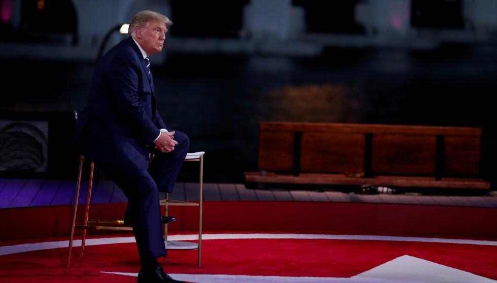TWITTER-PRESIDENTEN: - På direkte spørsmål har Trump svart unnvikende med at han vet lite om Qanon, utover at tilhengerne liker ham, skriver innsenderen. Foto: Carlos Barria / Reuters / NTB