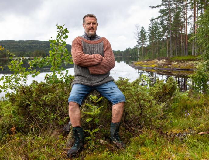 ALVORLIG: Olav Harald forteller om en alvorlig situasjon, men er villig til å snakke ut med Wiktoria om tida på «Torpet». Foto: Alex Iversen / TV 2