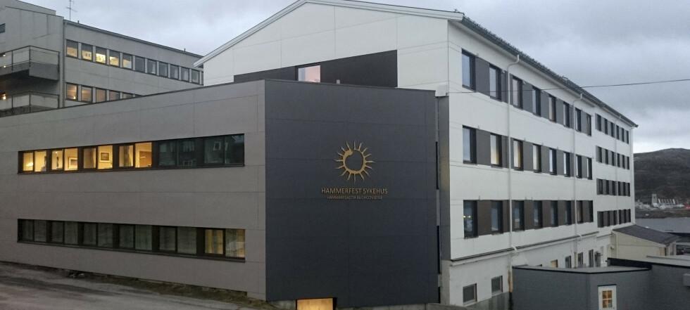 Hammerfest har innført 2-metersregel – sykehuset går for halv maskin