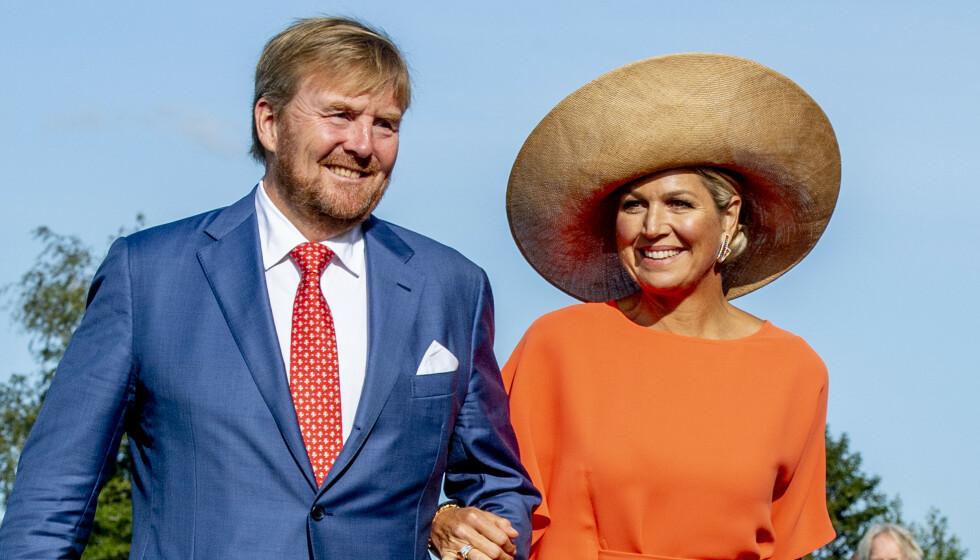 <strong>REISER HJEM:</strong> Kong Willem-Alexander og dronning Maxima har fått krass kritikk for en ferie til Hellas. Her er de avbildet i september, ved en tidligere anledning. Foto: Robin Utrecht / Shutterstock / NTB