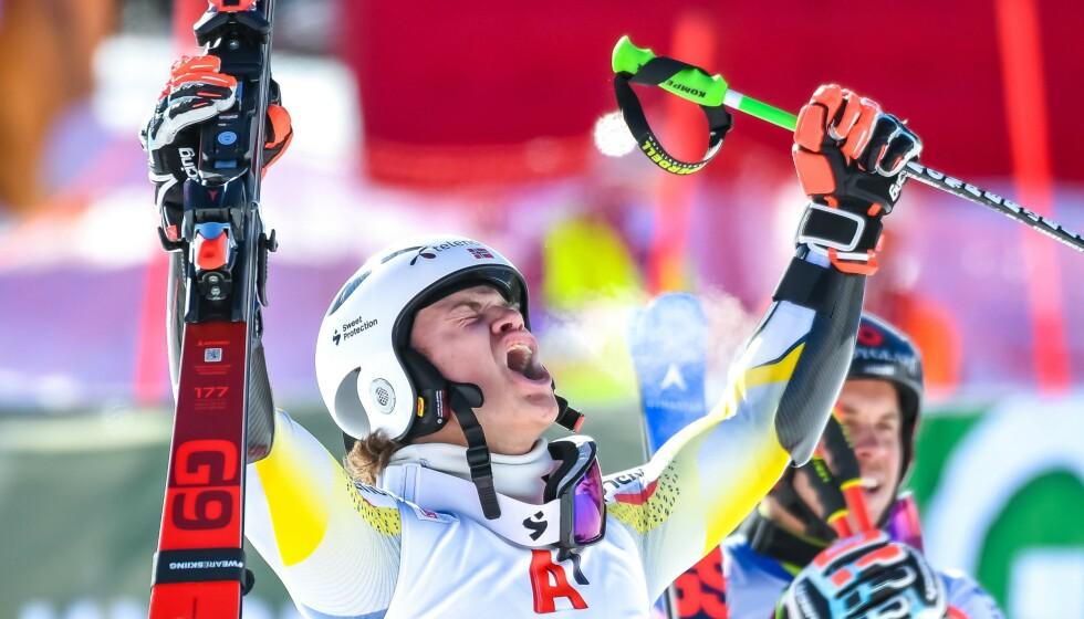 JUBELBRØLET: Lucas Braathen jublet etter sin aller første verdenscupseier. Foto: Johann GRODER / APA / AFP