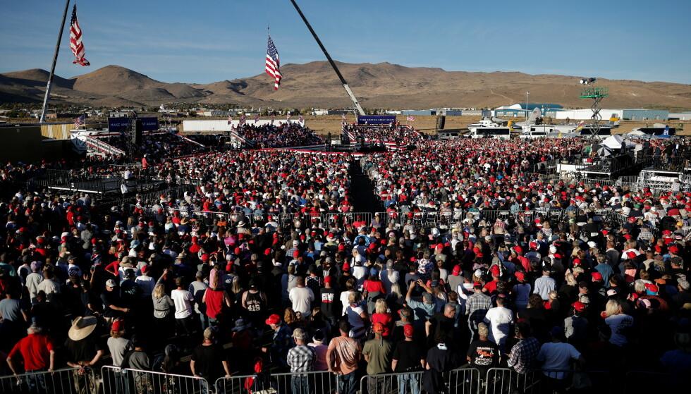 STORT OPPMØTE: Ifølge Reno Gazette Journal var det rundt 3000 personer på folkemøtet. Foto: Carlos Barria/Reuters