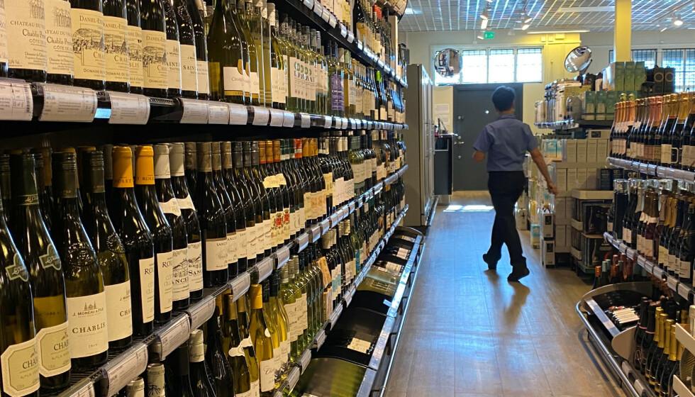 FORBRUKET STEG: Da Finland i 2004 senket alkoholavgiftene med 33 prosent, steg konsumet med 10 prosent på ett år og stabiliserte seg der. Det ga en økning i alkoholrelatert dødelighet på 31 prosent tre år etter, skriver innsenderne. Foto: Victoria Klesty / Reuters / NTB