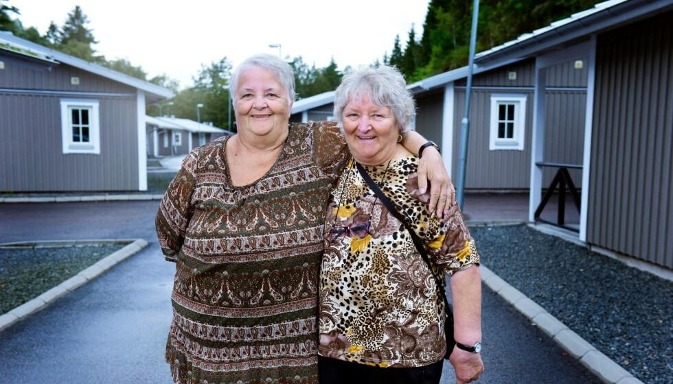 VELKJENT DUO: Søstrene Maritta og Gunnel har bemerket seg i tv-serien «Ullared». Nå røper førstnevnte forlovelsesplaner. Foto: Kanal 5 / Discovery