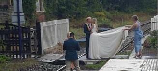 Raser etter bryllupsbilder